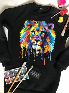 Painted Denim Jacket, Painted Jeans, Painted Clothes, Painted Shoes, Hand Painted, Diy Clothes And Shoes, Custom Clothes, Style Clothes, Rainbow Lion