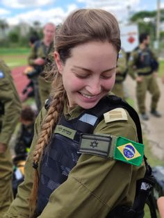 Israel Defense Forces on - Mädchen In Uniform, Israeli Girls, Idf Women, Female Soldier, Military Women, Armed Forces, Defence Force, Beautiful Women, Amazing Women