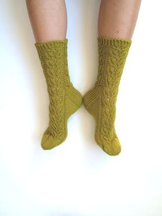 Love the color—spring green hand-knit lace wool socks—GrietaKnits❣