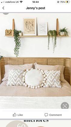 Floating Shelves Bedroom, Floating Shelf Decor, Shelf Over Bed, Shelving Above Bed, Room Ideas Bedroom, Home Decor Bedroom, Deco Studio, Above Bed Decor, Boho Room