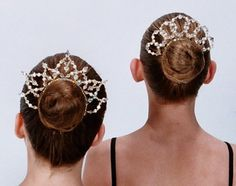 Tiaras 4 Dance allows you to design the Bun buddies and Bun tiaras in different beads and metal colour combinations of your choice. Tutu Costumes, Ballet Costumes, Dance Accessories, Bridal Hair Accessories, Ballet Hairstyles, Circlet, Headpiece Wedding, Tiaras And Crowns, Hair Pieces