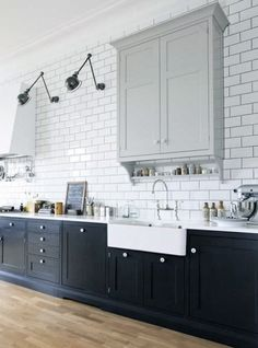Most Popular Kitchen Design Ideas on 2018 & How to Remodeling Two Tone Kitchen Ideas To Avoid Boredom in Your Home Kitchen On A Budget, Kitchen Redo, Kitchen Tiles, New Kitchen, Kitchen White, Vintage Kitchen, Swedish Kitchen, Bistro Kitchen, Long Kitchen