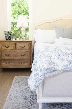 Summer bedroom decorating tips that will help you decide what to keep in your room and what to store. Great sources and ideas for the French country style coastal look! Modern French Country, French Country Bedrooms, French Country Cottage, French Country Decorating, Coastal Cottage, French Bedroom Decor, French Country Bedding, Farmhouse Bedrooms, Bedroom Country
