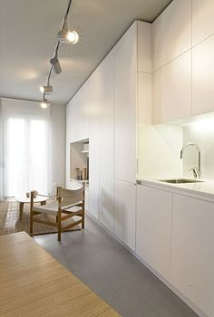 indirect lighting for the kitchen with white furniture by miaspi Minimalist Modern Kitchens, Modern Kitchen Design, Minimalist Home, Kitchen Designs, Small Apartment Interior, Minimal Apartment, White Interior Design, Cuisines Design, White Furniture