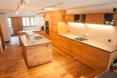 Viel Zeit verbringen wir in der Küche.. Gerne bauen wir auch für Sie, Ihre besondere Küche. Wir stehen Ihnen mit unserer Fachkompetenz und Erfahrung zur Verfügung. Vereinbaren Sie einen Termin: Tel. 044/ 9326465 oder via Mail: info@lohrer.ch Wir freuen uns auf Sie.  #schreinereilohrer #küchen #kücheninspiration #küchenideen #küchendesign #esszimmer #handwerk #holzhochkarätig  #massivholz  #innenausbau  #swissmade #individuelleküchen #wood #carpenter #furniture #woodart Küchen Design, Kitchen Island, Furniture, Home Decor, Custom Kitchens, Wood Workshop, New Furniture, Restore, Kitchen Inspiration
