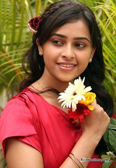 Sridivya - Sridivya Photos, Sridivya Stills