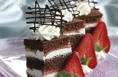 Chocolate cake with strawberries  Recipe: http://bit.ly/GQ4Cez