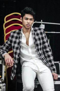 HE'S SOOOOO OMG HANDSOOOOMEEEEE RICCI RIVERO 💖 Ricci Rivero, Ideal Boyfriend, Wallpaper Iphone Cute, Just Amazing, Basketball Players, Asian Men, Luxury Lifestyle, Hot Guys, Bae