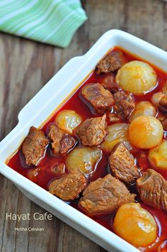 Arpacık Soğanlı Yahni - Hayat Cafe Kolay Yemek Tarifleri Shallots with onions, the taste of meat is unsatisfying together . I eat this shallot stew with shallots I eat every day. One of the dishes th Iftar, Turkish Recipes, Ethnic Recipes, Turkish Kitchen, Eat This, Different Recipes, Main Meals, Meat Recipes, Food And Drink