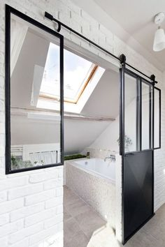 Attic bathroom: 5 well-appointed examples – House side rnrnSource by verolaprincesse Attic Bedroom Designs, Attic Rooms, Attic Spaces, Small Attic Bathroom, Loft Bathroom, Ikea Kitchen Storage, San Valentin Ideas, Attic Remodel, Attic Renovation