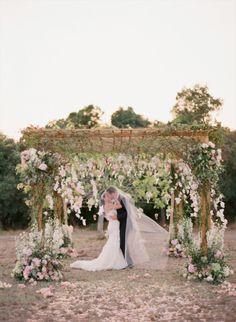 This wedding looks like it's out of the movies: http://www.stylemepretty.com/2014/09/16/elegant-provence-wedding-full-of-romance/ | Photography: Aneta Mak - http://anetamak.com/