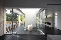 RAMAT HASHARON HOUSE 1 Pitsou Kedem, Style Pantry, Dream House Exterior, Glass House, Dream Garden, Interior Architecture, Entrance, Interior Decorating, Israel
