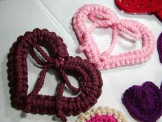 crochet hearts - didn't find the pattern from the link though :(