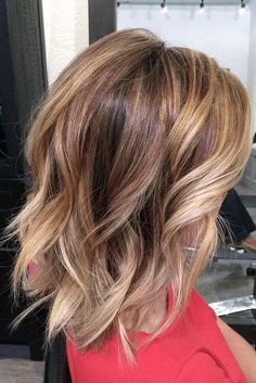 Kurz Mittel Balayage Haarschnitte Balayage Hair Color Ideas For Shoulder-Length Hair. Hot ombre hairstyle after balayag e, balayage, hairstyles, medium-long hair and dark brown examines … Messy Bob Hairstyles, Lob Hairstyle, Pixie Haircuts, Hairstyles 2018, Layered Hairstyles, Middle Hairstyles, Gorgeous Hairstyles, Hairstyle Ideas, Burgundy Hairstyles