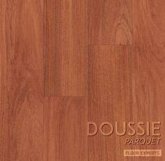Amante del Classico? Scopri Doussie e gli altri pavimenti della linea parquet. Parquet Flooring, Hardwood Floors, Bamboo Cutting Board, Home, Mistress, Wood Floor Tiles, Wood Flooring, Haus, Homes