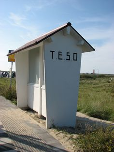 Old busshelter of TESO at the beach of De Cocksdorp. Now Connexxion bus on route 27 stops here. The Province, Netherlands, Holland, Gem, Places To Go, Outdoor Structures, Vacation, Live, Beach