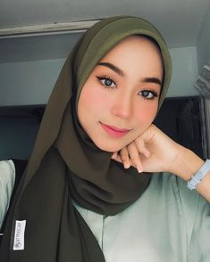 Casual Hijab Outfit, Ootd Hijab, Hijab Chic, Girl Hijab, Beautiful Muslim Women, Beautiful Hijab, How To Wear Hijab, Makeup Themes, Hijab Makeup