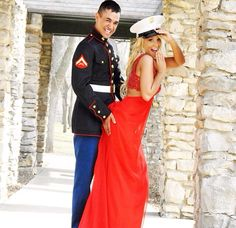Saw this on insta and thought it was the cutest thing ever. Marine Girlfriend Pictures, Military Couple Pictures, Prom Pictures Couples, Military Couples, Military Girlfriend, Military Love, Military Weddings, Military Marriage, Marine Wedding Colors