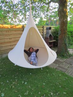 Cacoon is the new hangout chillout space, the new concept for relaxation and simple fun.
