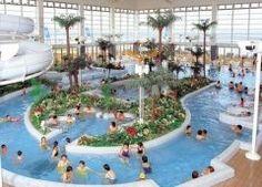 ウチでは木更津にある龍宮城スパホテル三日月によく家族全員で行きます ここは泊まらなくても日帰り入浴ができて富士の湯龍宮の湯開運の湯や岩盤浴や石組露天風呂ゲルマニウム温浴など沢山のお風呂があるのが魅力ですよ 建物の三方を海に囲まれているから全部の浴室から東京湾を眺めることができます 天気が良い日には富士山まで見えるんですよ 私は岩盤浴が目的だけど子ども達はウォータースライダーがお気に入りみたい tags[千葉県]