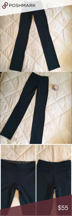 🌿Lululemon Athletica Groove Pants🌿 Very cute Lulu pants with pocket on crack and nice stitching. Perfect for your workout. The color is Teal Green. In very good condition. lululemon athletica Pants