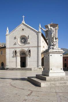 Umbria Italy, Tuscany, Turin, Rome, Italian Lifestyle, Sacred Architecture, Italian Villa, Italy Travel, Barcelona Cathedral