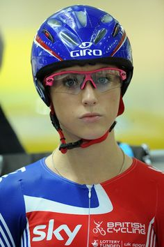 Laura Trott, english track and road cyclist. Cycling T Shirts, Cycling News, Cycling Girls, Pro Cycling, Victoria Pendleton, Divas, Champion, Bicycle Girl, Bike Style