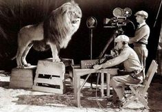 Grabando la intro de la Metro Goldwyn Mayer.