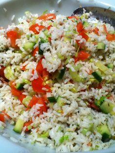 Salade de riz de papounet. Avec du poisson frit mmmm! Grains, Food, Rice Salad, French Fries, Fried Fish, Recipes, Meal, Essen, Hoods