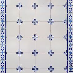 #tile #tiles #typical #traditional #walls #urbanart #igerslx #instaart #instadaily #pattern #portugal #portuguesetiles #portugaldenorteasul #art #artistic #azulejos #azulejosportugueses #streetart #design #details #downtown #facade #historic #lisboa #lisbon #lines #geometric #culture #colorful #buildings by today_i_saw_a_tile