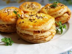 skvarkove pagace z domaci pekarny Czech Recipes, Ethnic Recipes, Salmon Burgers, Baked Potato, Biscuits, Recipies, Muffin, Bread, Cookies