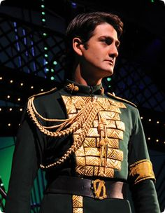 Oliver Tompsett as Fiyero in Wicked - West End production Wicked Musical Broadway, Broadway Costumes, Wicked Costumes, Theatre Costumes, Musical Theatre, Wicked West End, The Witches Of Oz, Defying Gravity, Fashion Project