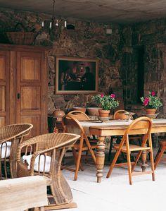 Una casona de campo con estilo romántico provenzal - Para definir el color de las paredes, el arquitecto Federico Sanan se inspiró en los castillos del Valle de Aosta, en los Alpes.