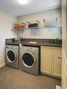 modelos de lavanderias e reas de servi o decoradas http www rh pinterest com Laundry Room Basement Remodel Unfinished Basement Laundry Room Design