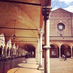 Il portico dei Servi (via Strada Maggiore) foto di @michelazingone team instagram @twiperbole