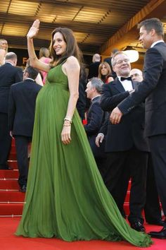 """Angelina Jolie showed off her baby bump in a green gown at the Cannes Film Festival premiere of """"Kung Fu Panda"""" on May Celebrity Baby Pictures, Celebrity Baby Names, Celebrity Babies, Angelina Jolie Pregnant, Angelina Jolie Wedding, Brad Pitt, Angilina Jolie, Circle Skirt Outfits, Beverly Hills"""