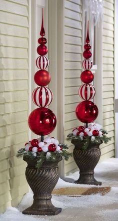 ** DIY Outdoor Christmas Topiary Made Out Of Extra Large Plastic Ornaments, By Drilling A Hole, Then Slide Onto A Dowel And Secure To A Styrofoam Ball Inside A Planter, Decorate With Ribbon And Fake Snow. Christmas Topiary, White Christmas Ornaments, Elegant Christmas Decor, Diy Christmas Decorations Easy, Christmas Porch, Noel Christmas, Christmas Projects, Christmas Lights, Christmas Wreaths