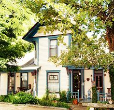 Eureka Springs Bed and Breakfast Inn Arkansas Lodging Accommodation AR Cottage Rental Ozark - 11 Singleton House