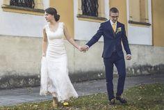 Outfit - Svatební šaty z druhé ruky šité na míru nekonečné hodiny prosezené u... - Módnípeklo.cz