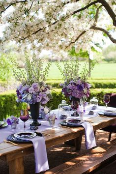 Tall black urns and glass cloches make for unique centerpieces and help draw the eye down the table.Via Indeed Decor