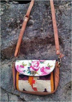 Kilim sling bag #kilim #print #floral #spiringsummer #contrast #boriyabasta #handicraft #handwoven #boho #ethnic #kilimbag