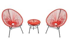 With whimsical curves and tripod bases, this outdoor lounge set delivers Mid-Century Modern appeal.