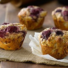 All-Bran® - Raspberry and Vanilla Yogurt Muffins Yogurt Muffins, Healthy Muffins, Muffin Recipes, Breakfast Recipes, Breakfast Ideas, All Bran Muffins, Bran Buds, Muffins Sains, Raspberry Muffins