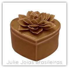 Caixa decorativa em porcelana (decorative box in porcelain)