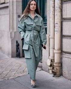 See the Latest Paris Fashion Week Street Style Fall 2019 Street Style Trends, Autumn Street Style, Street Style Looks, Cool Street Fashion, Paris Fashion, Autumn Fashion, Fashion Fashion, Denim Fashion, Fashion Outfits