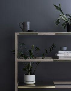 Pinjacolada Sliding shelves so plants can grow up through next row.