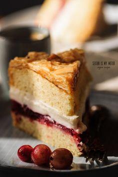 Bienenstich Vegan {Vanilla Cake with Almond Brittle, Vanilla Custard, and…