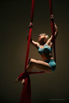I love when strength can make a pose look simple and sexy. Lilli - Aerial Silk & Hoop Performer