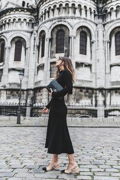 Слегка забытый черный цвет триумфально вернулся на подиумы и в уличный стиль. Одеться в черный с ног до головы теперь не только стильно, но еще и модно. Так что ищем вдохновения в модных образах блогеров из разных стран мира.