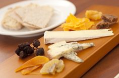 Discover our guidelines to make some of the tastiest cheese and fruit combinations, and make your cheese boards and recipes unique. Chefs, Food Spoilage, Healthy Fats, Healthy Recipes, Fruit Combinations, Cheese Fruit, Cheese Pairings, High Fat Diet, Cheese Platters